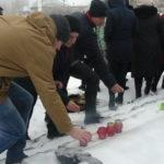 Жители Брянки провели акцию памяти, посвященную Дню неизвестного солдата