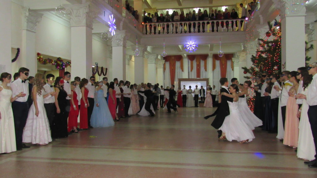 В Стаханове состоялся ежегодный новогодний молодежный бал-маскарад 4