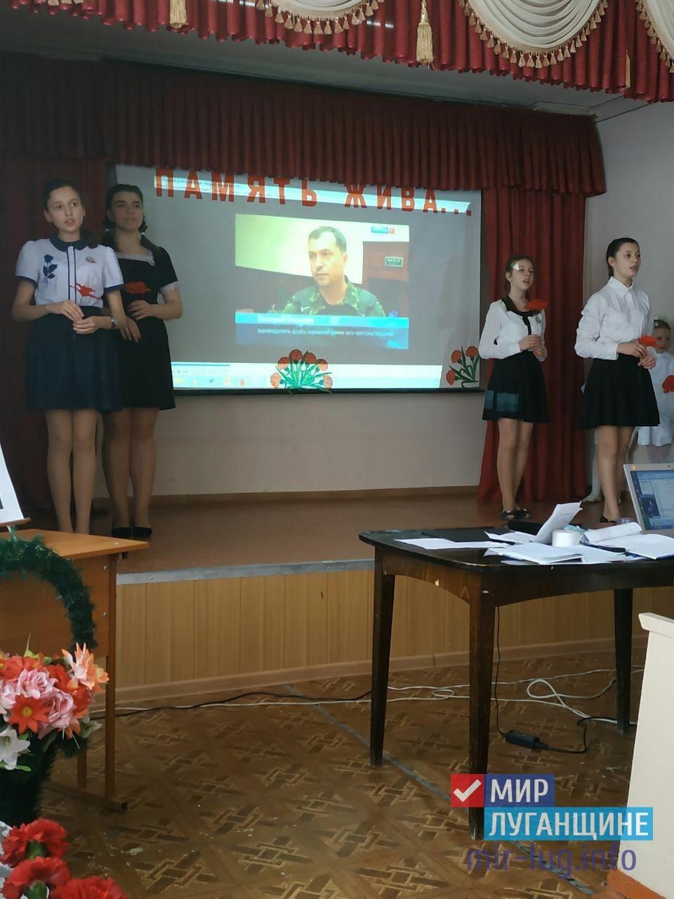 Жители Стаханова почтили память первого главы ЛНР Валерия Болотова в годовщину его смерти 1
