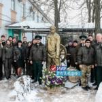 Таможенники ЛНР возложили цветы к памятнику Павла Луспекаева