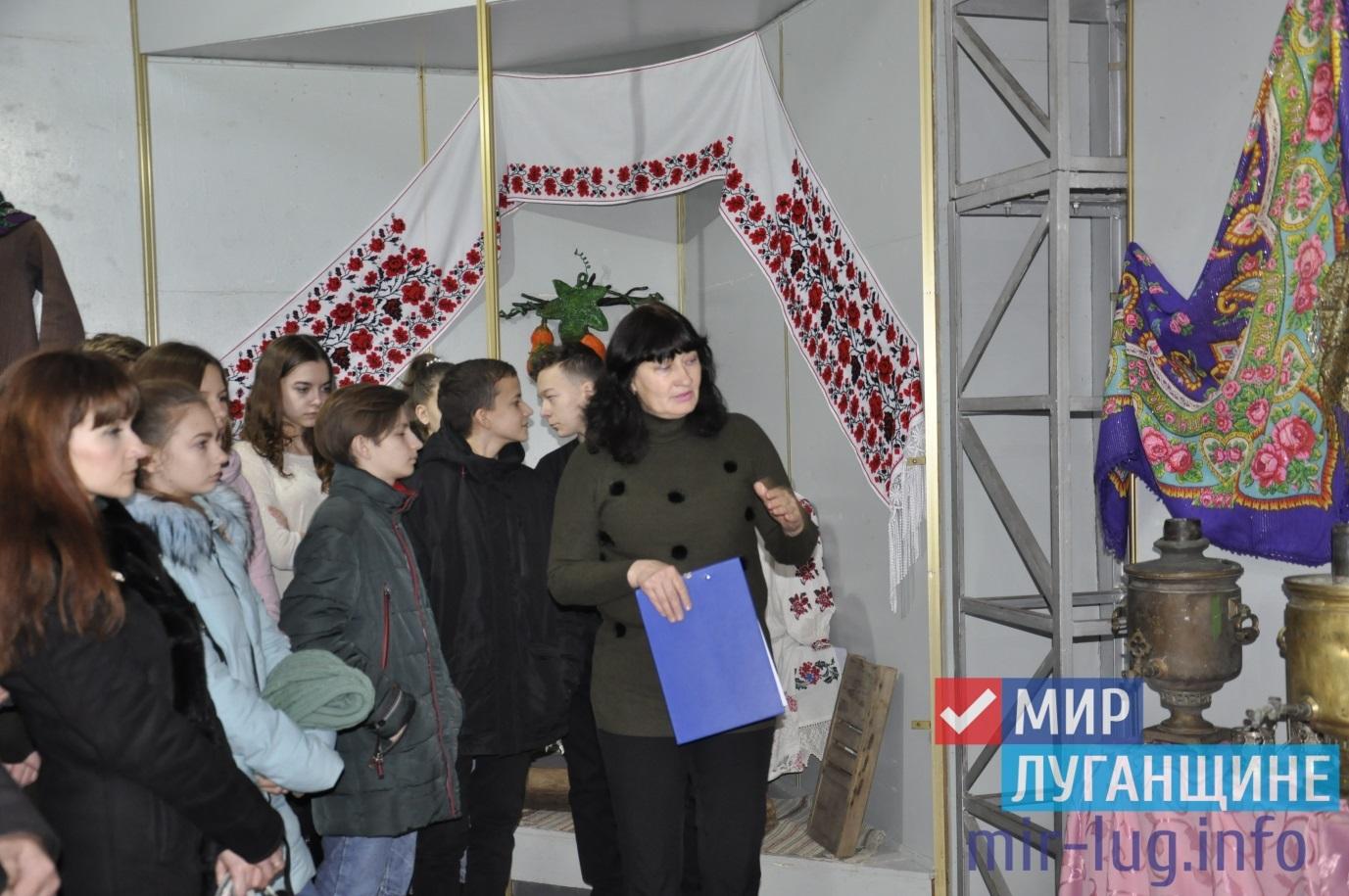 В Свердловске открылась выставка, рассказывающая об истории района 1