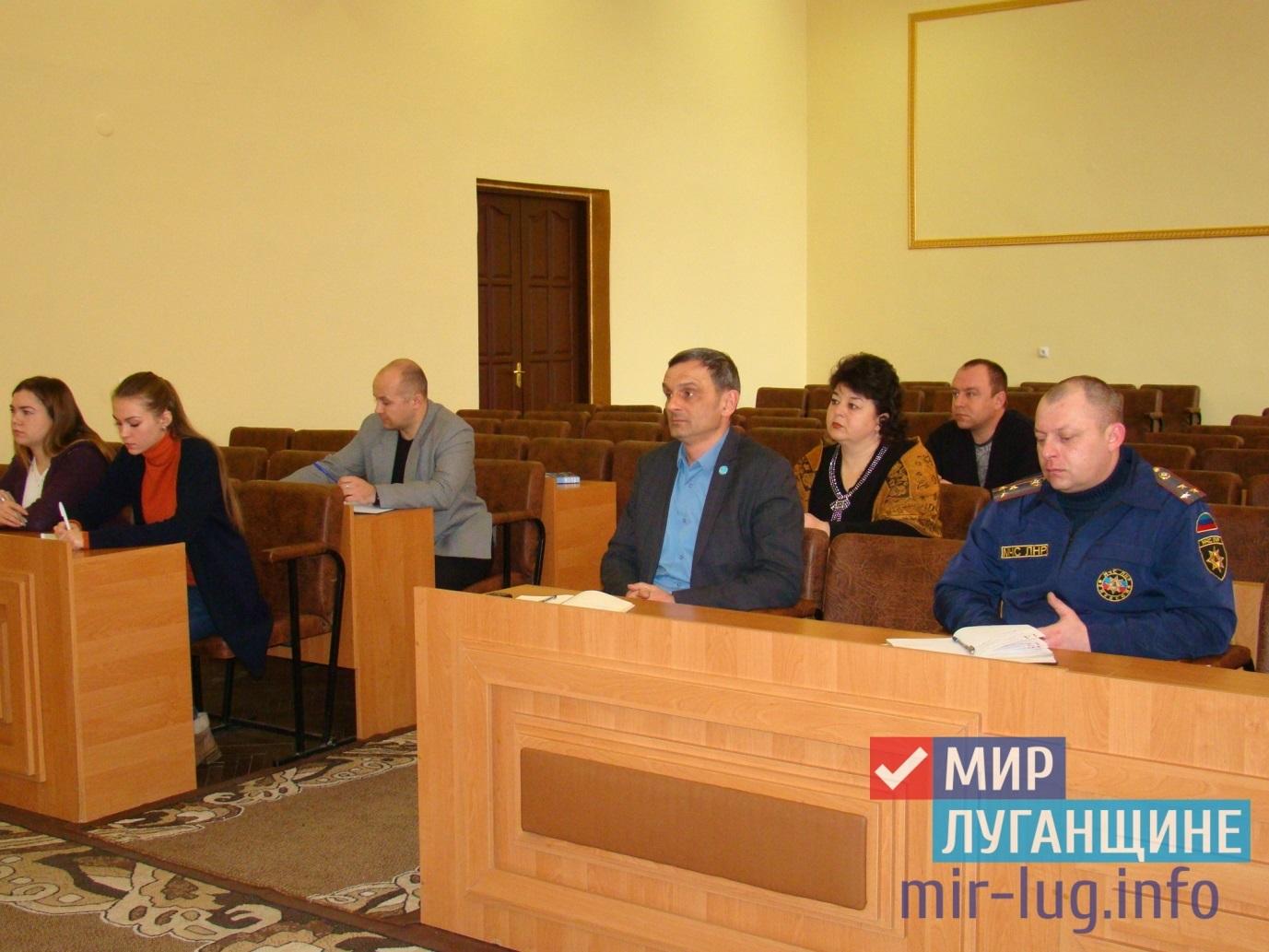 Руководство МЧС ЛНР провело личный прием в Перевальске 1