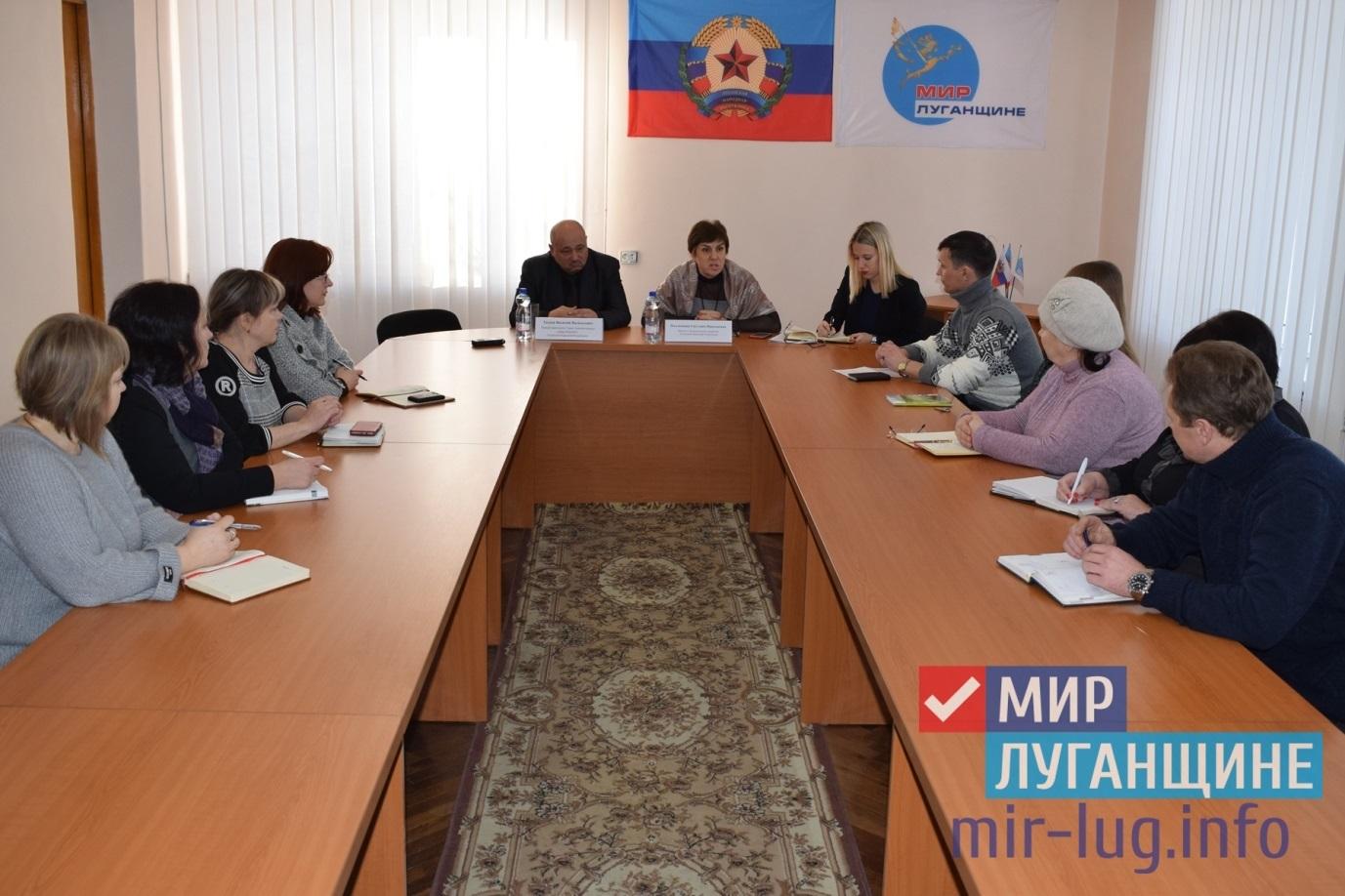 Министр экономразвития разъяснил жителям Кировска порядка закупки товаров, работ и услуг на территории ЛНР 1