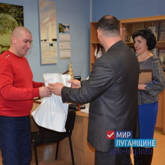Сотрудники «Ровенькиантрацит» получили грамоты и благодарности от «Мира Луганщине» 8