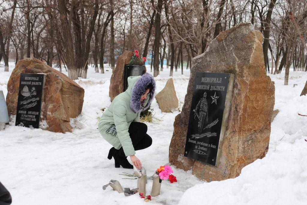 Память погибших защитников Донбасса почтили в Перевальске 2