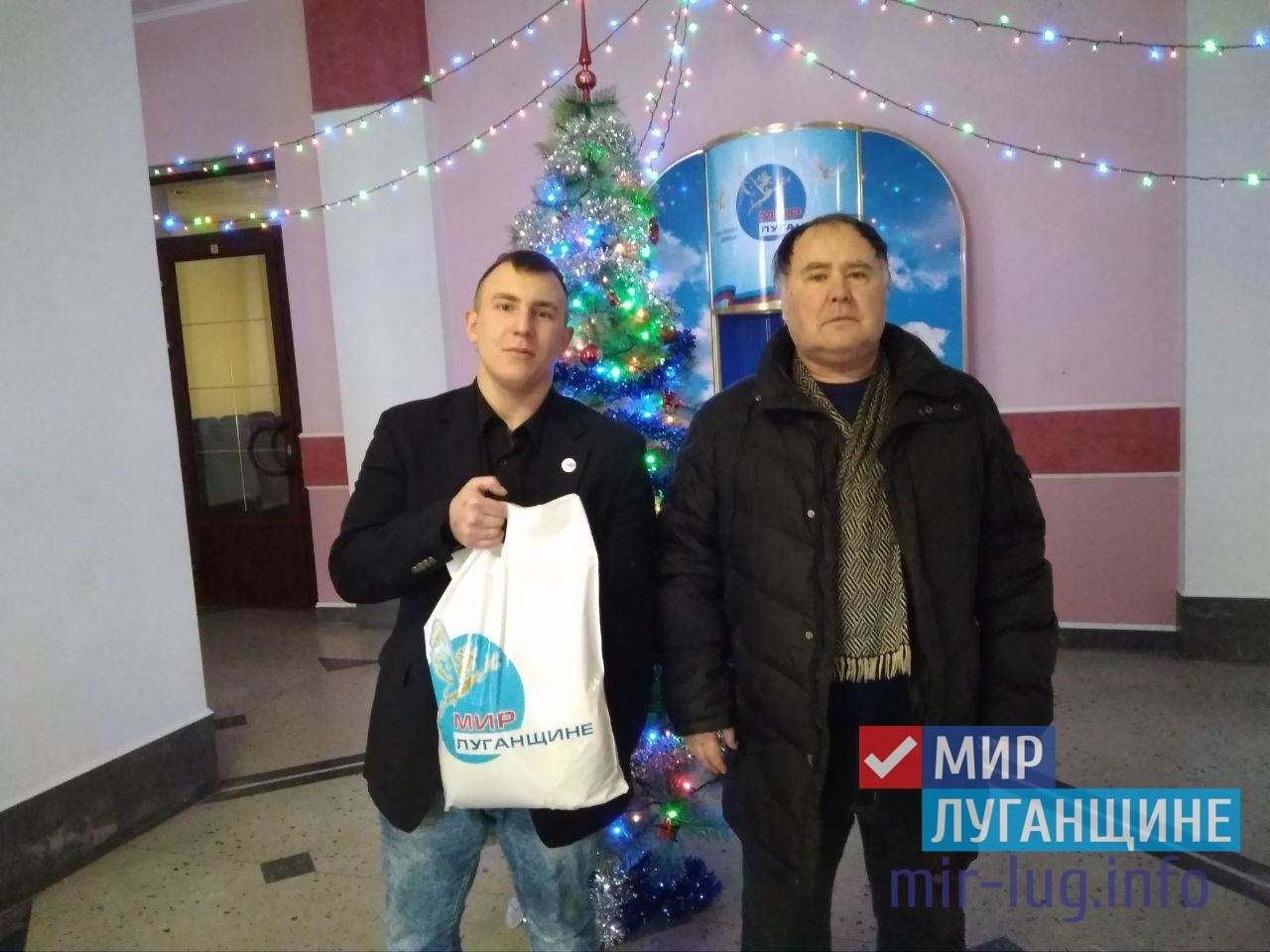 Активисты Общественного движения «Мир Луганщине» выдали адресную гуманитарную помощь 1