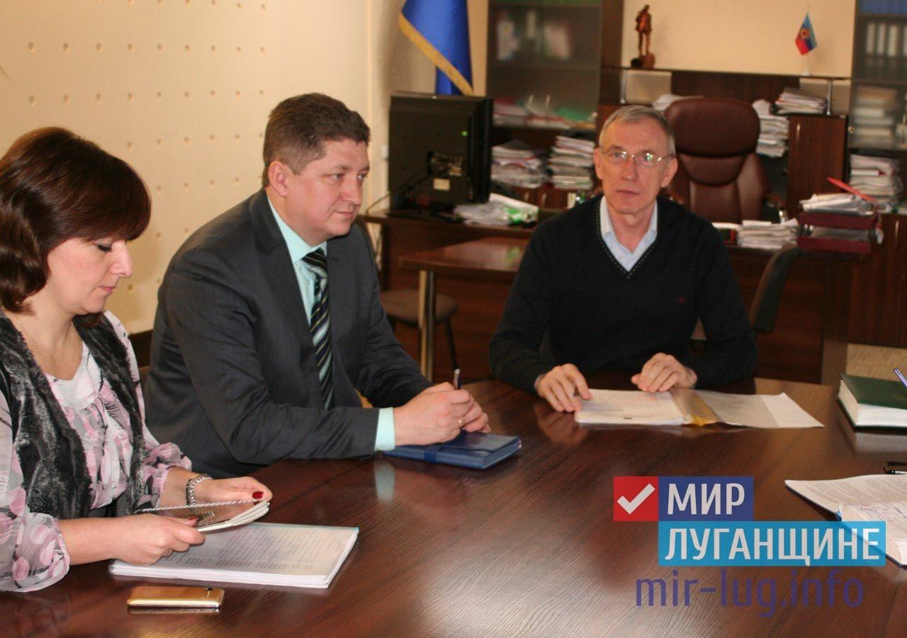 Министр образования провел личный прием граждан в Стаханове 1