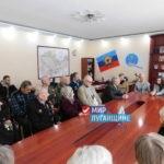 """Ветераны Славяносербска получили продуктовые наборы от """"Мира Луганщине"""""""
