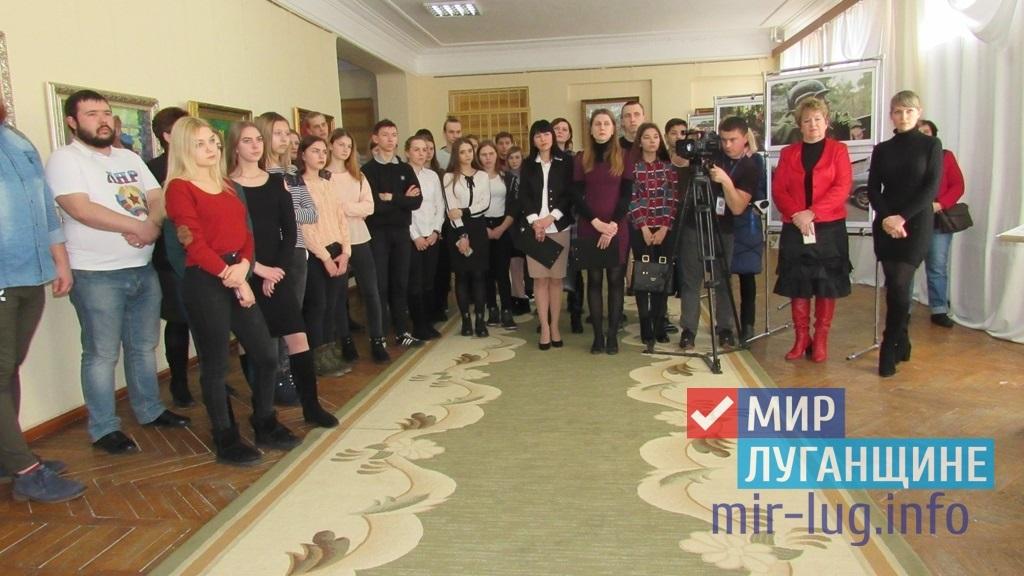 В Стаханове прошла фотовыставка, посвященная памяти спецкора МИА «Россия сегодня» Андрея Стенина 1