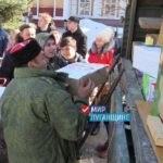 Активисты проекта «Молодая гвардия» Стаханова поздравили военнослужащих Народной милиции