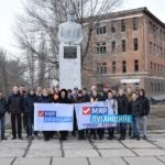 «Мир Луганщине» очистил территорию вокруг памятника Бахмутскому в Первомайске