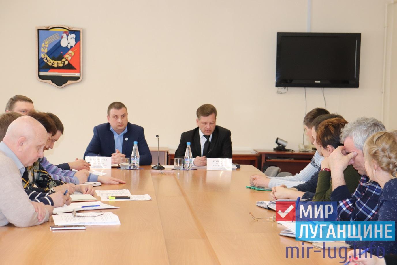 Министр строительства и ЖКХ провел личные прием граждан в Перевальске 1