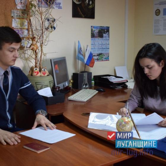 Студент из ЛНУ имени Шевченко первым сдал документы для участия в выборах депутатов Молодежного парламента 6
