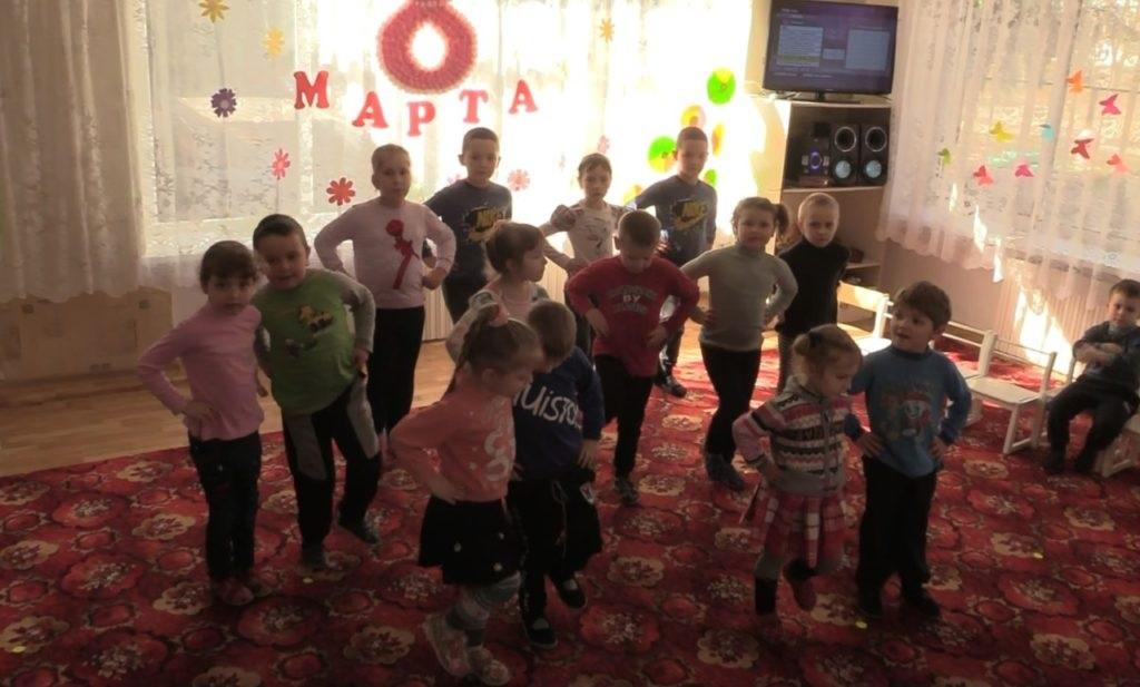 «Мир Луганщине» и Народная милиция  доставили гуманитарную помощь в детский сад поселка Хорошее 2
