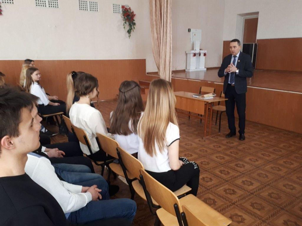 В Стаханове и Перевальске прошли личные приемы граждан 1