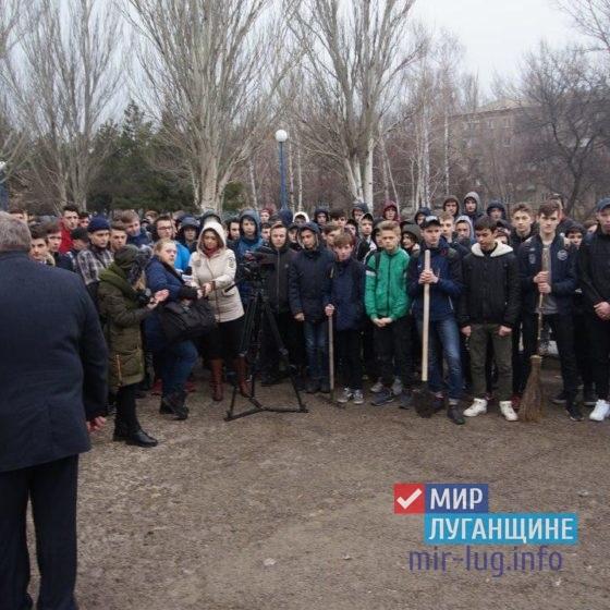 «Мир Луганщине» провел уборку столичного парка 3
