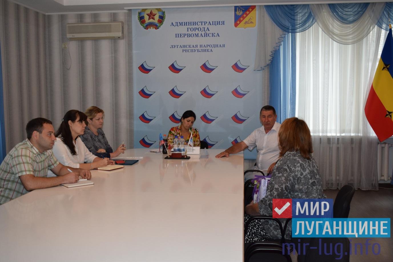 Депутат Народного Совета ЛНР обсудила проблемы города с жителями Первомайска 1
