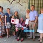 В 100-летний юбилей жительница Стаханова получила подарки от ОД «Мир Луганщине»