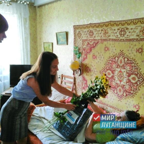 Активисты ОД «Мир Луганщине» в Антраците поздравили блокадницу Ленинграда с днём рождения 2