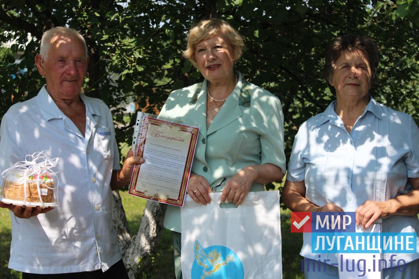 Активисты проекта «Забота о ветеранах» поздравили ветерана с юбилеем 1