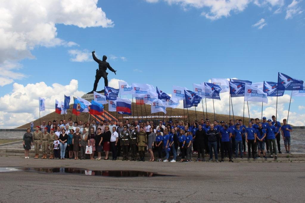 «Выстоял комбат, выстоим и мы»: активисты ОД «Мир Луганщине» возложили цветы к памятнику Алексею Еременко 1