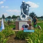 Активисты ОД «Мир Луганщине» отремонтировали памятник погибшим в Великой Отечественной войне