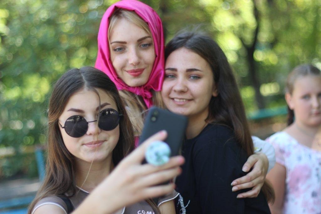 Активисты проекта «Волонтер» и «Молодая Гвардия» провели развлекательную программу в Белореческой школе-интерант 3