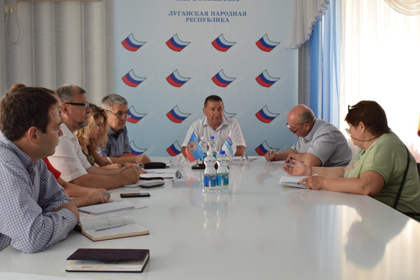 Исполняющий обязанности первого заместителя Министра здравоохранения ЛНР провел встречу с первомайцами 1