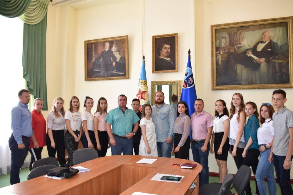 Круглый стол, посвященный 11-й годовщине признания РФ независимости Южной Осетии и Абхазии, состоялся в Стаханове 2