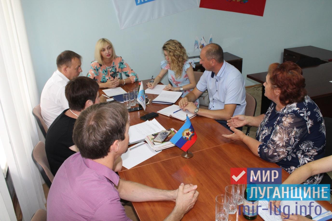 Министр здравоохранения ЛНР провела прием граждан в Славяносербске 1