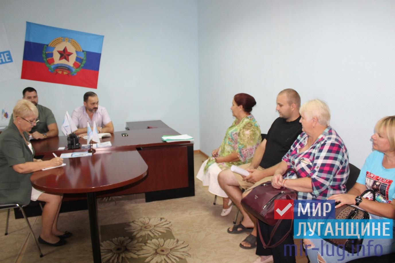 Депутат Народного Совета ознакомился с проблемами жителей Славяносербского района 1