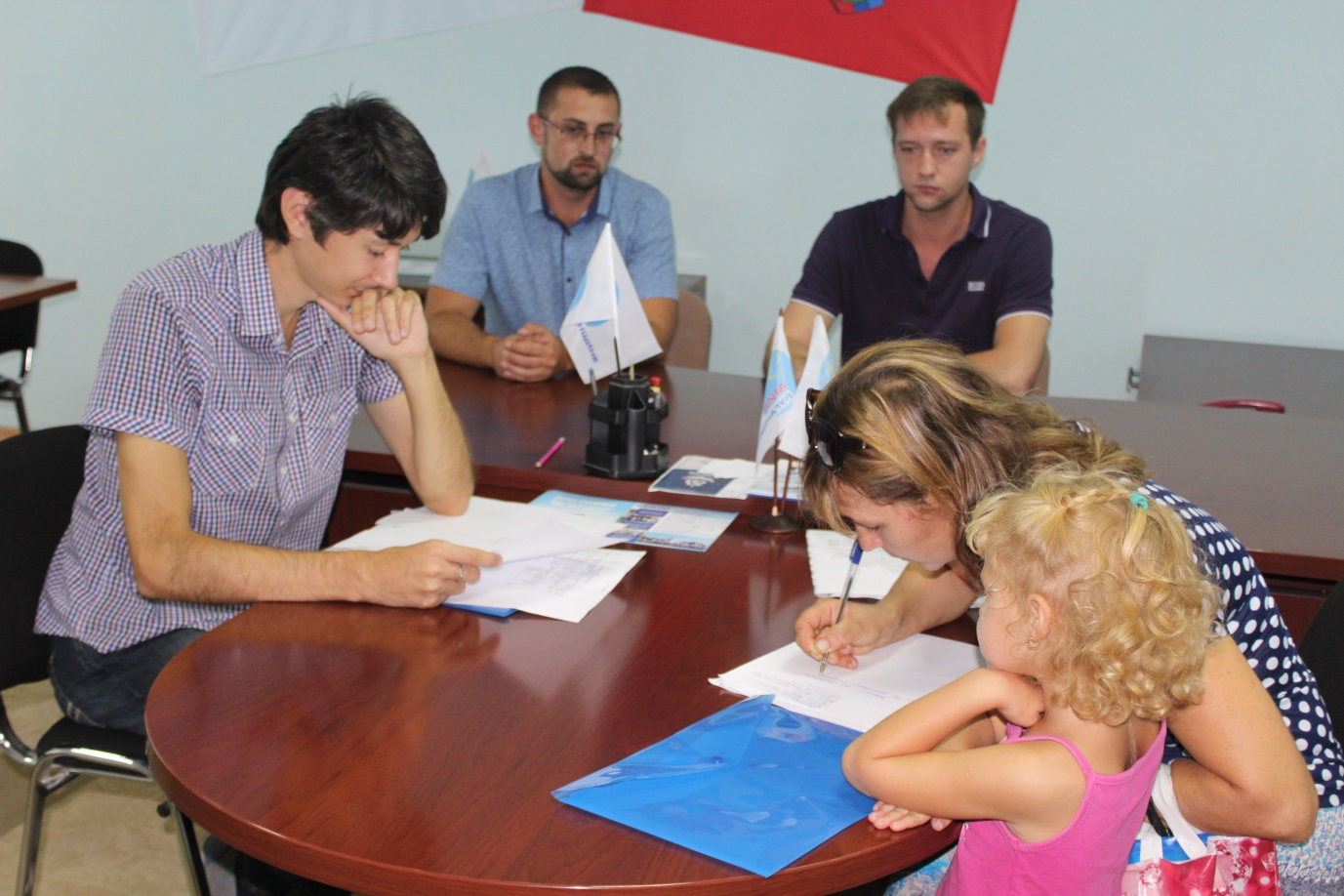 Помощники депутата Народного Совета ЛНР провели прием граждан в Славяносербске 1
