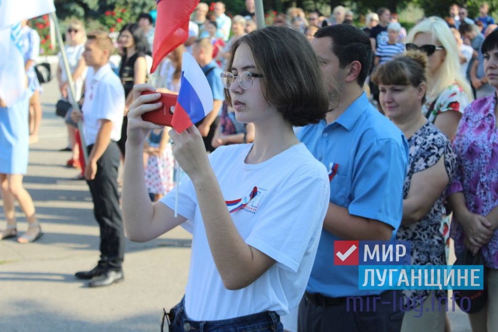 День Государственного флага России отпраздновали в разных городах ЛНР 8