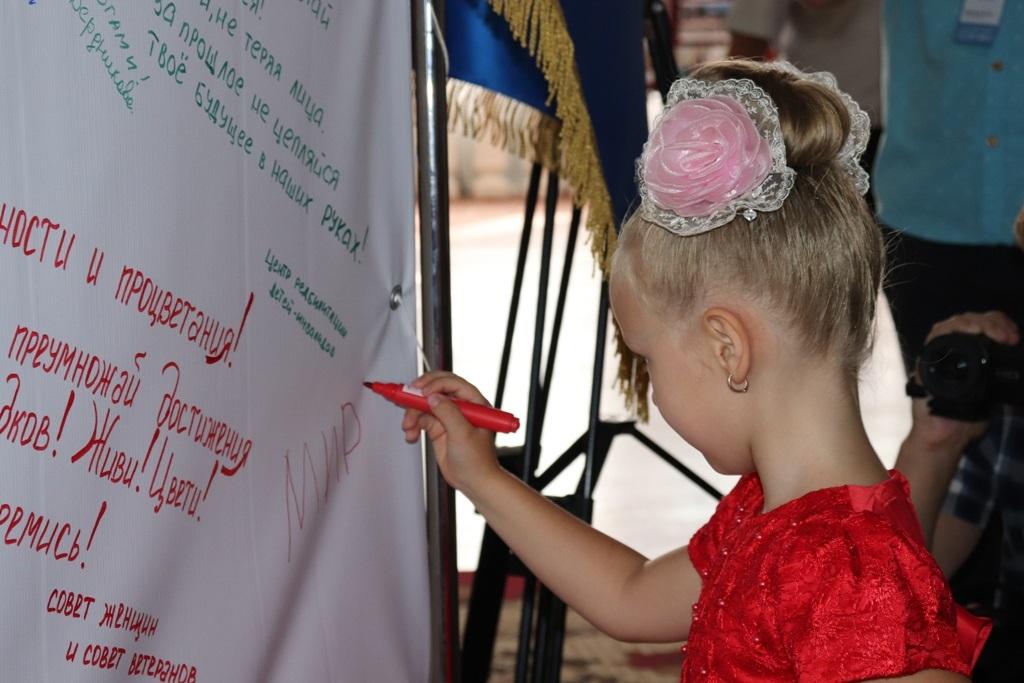 День города и День шахтера торжественно отпраздновали в Стаханове 1