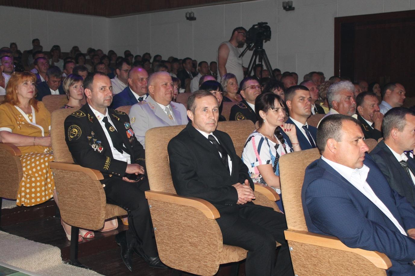 Горняков СП «Ровенькиантрацит»  поздравили с Днем шахтера 1