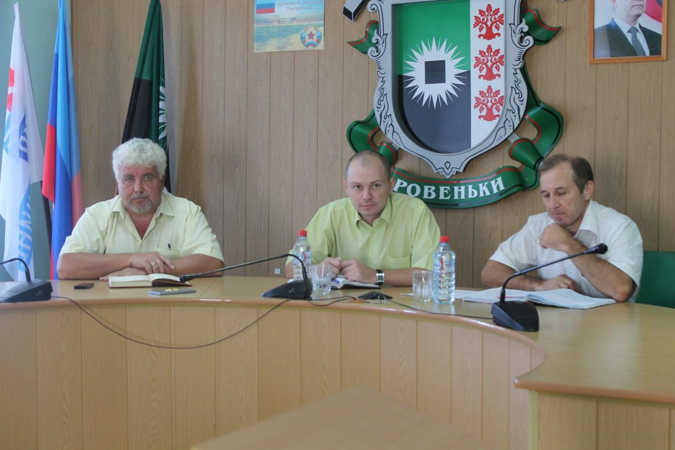 Директор департамента госрегистрации Министерства юстиции ЛНР встретился с жителями Ровеньков 1