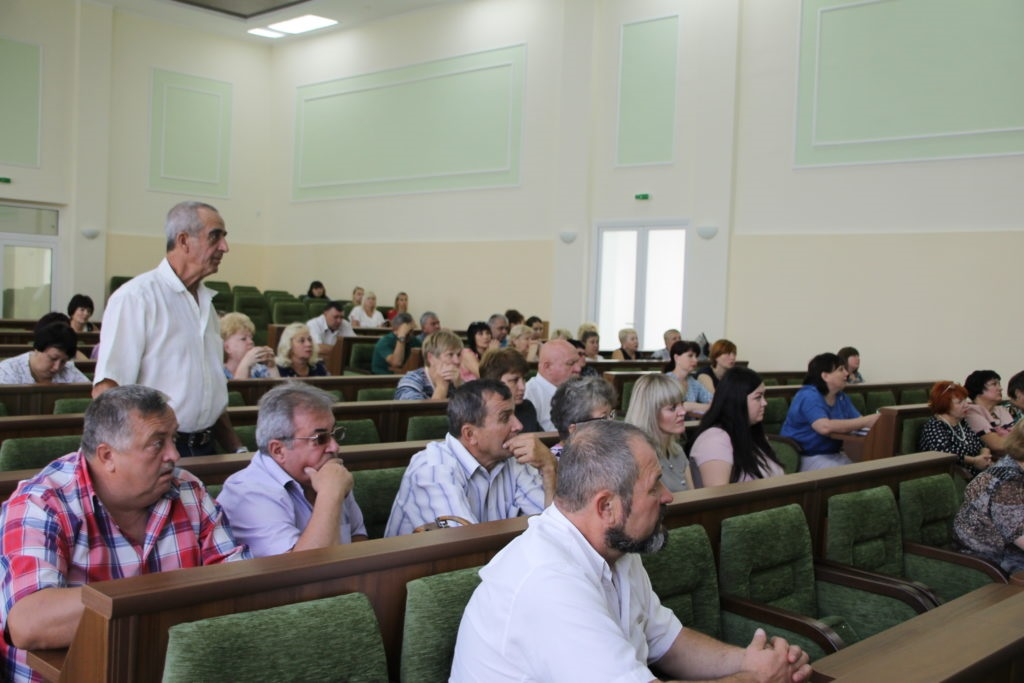 Глава Администрации города Антрацита ознакомился с проблемами граждан города 2