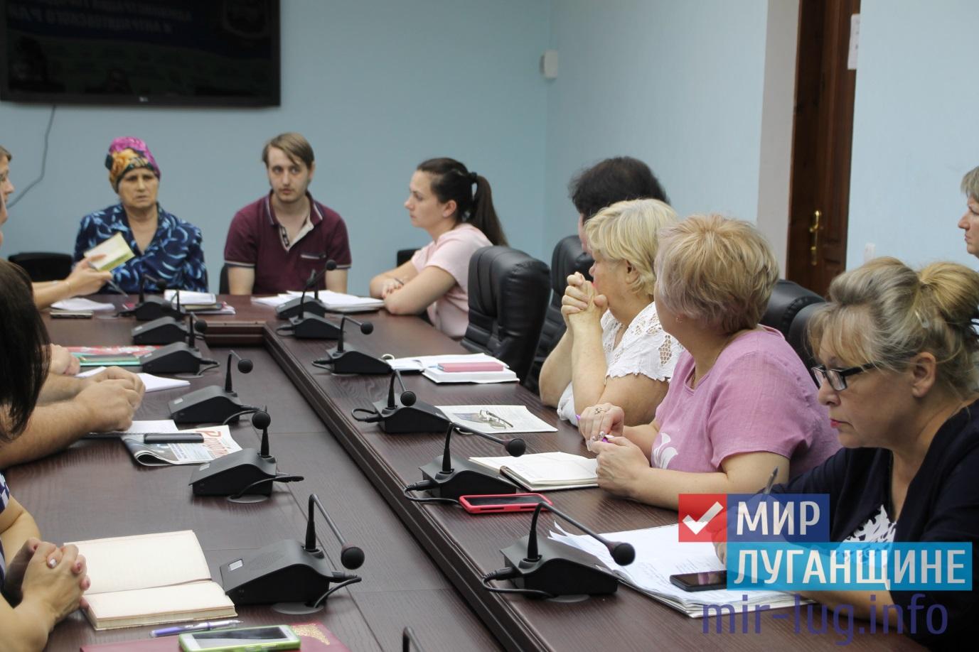 Глава Администрации города Антрацита ознакомился с проблемами граждан города 1