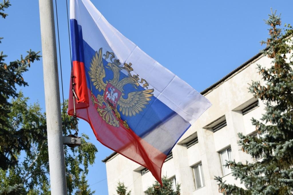 День Государственного флага России отпраздновали в разных городах ЛНР 1