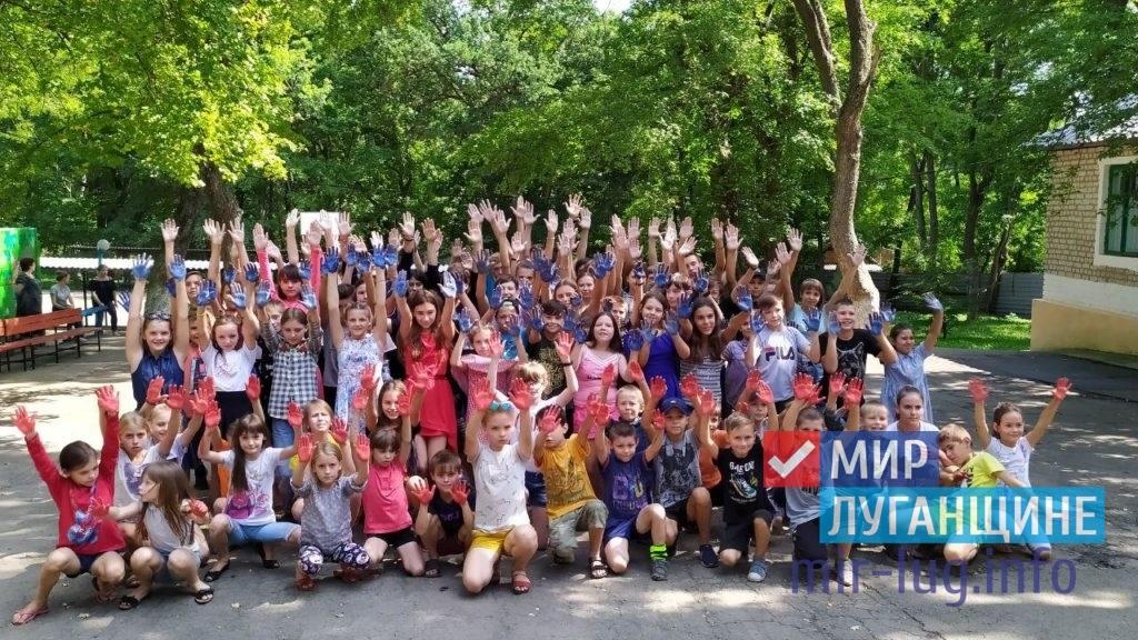 День Государственного флага России отпраздновали в разных городах ЛНР 18