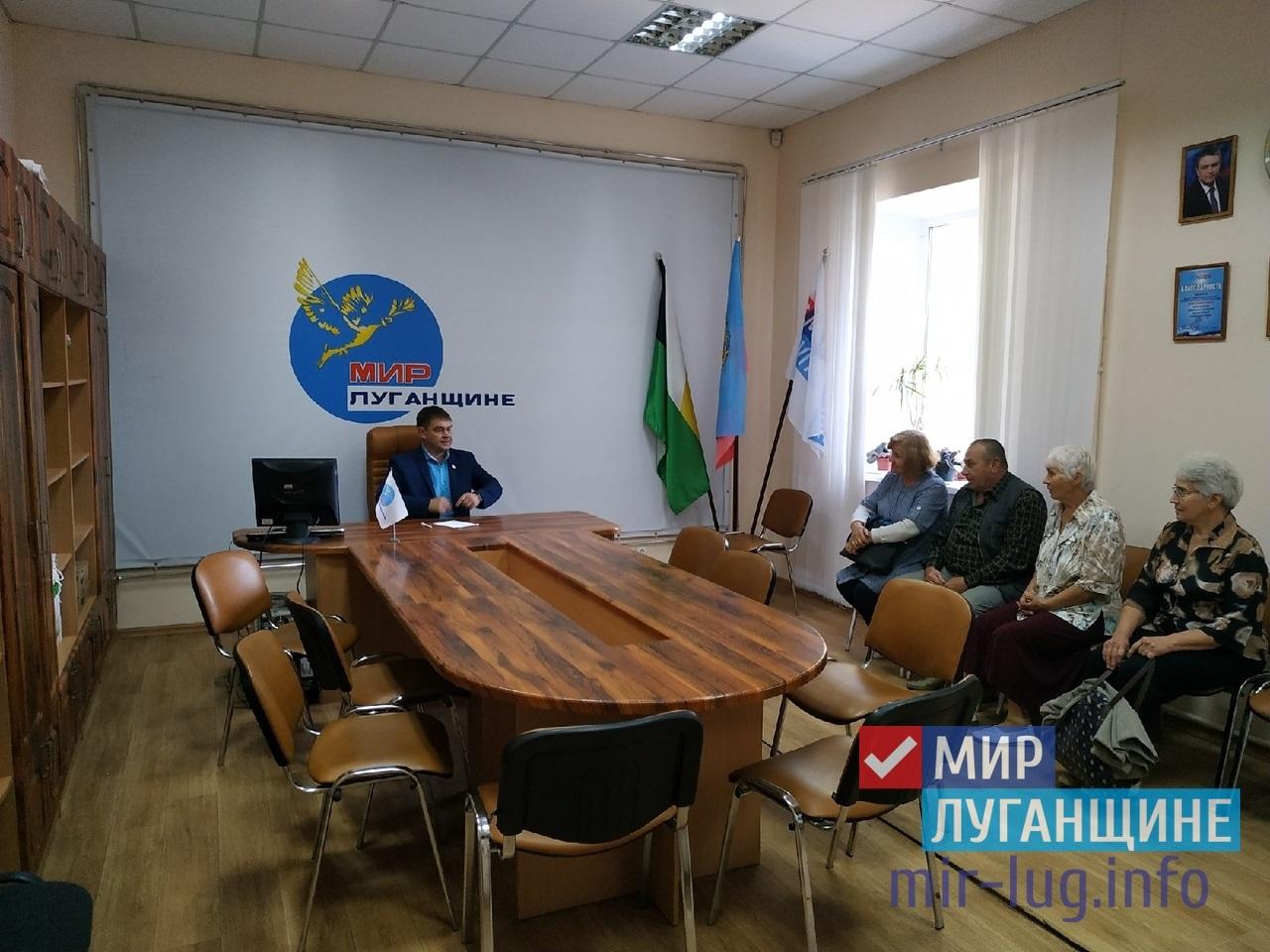 Заместитель Председателя Народного Совета ЛНР встретился с жителями Свердловска 1