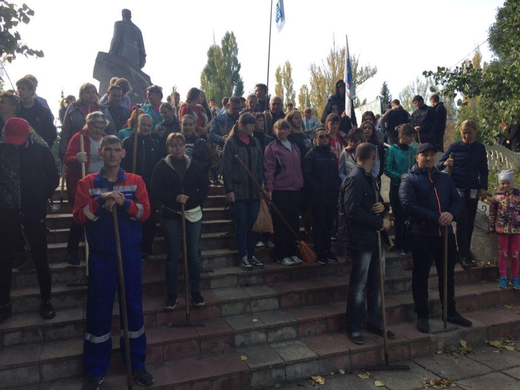 Субботник в парке имени Будагъянца состоялся в Лутугино 2