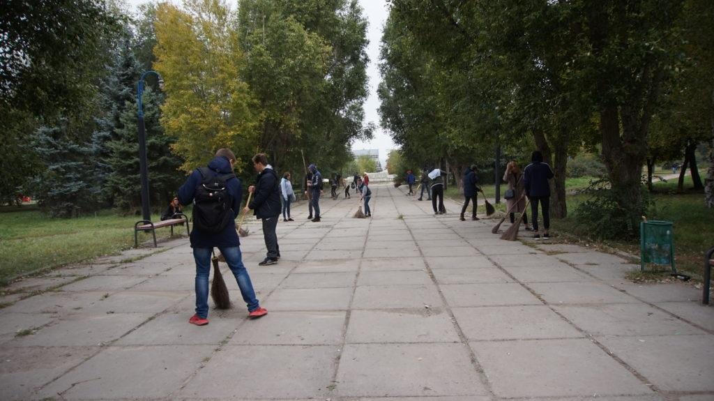 Активисты Общественного движения «Мир Луганщине» провели субботник в Луганске 3