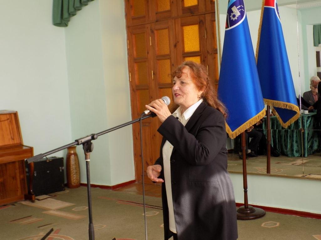 В преддверии Дня пожилого человека в Стаханове чествовали ветеранов социальной службы 2