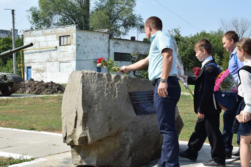 Первомайцы почтили память защитников ЛНР, погибших в 2014 году 1