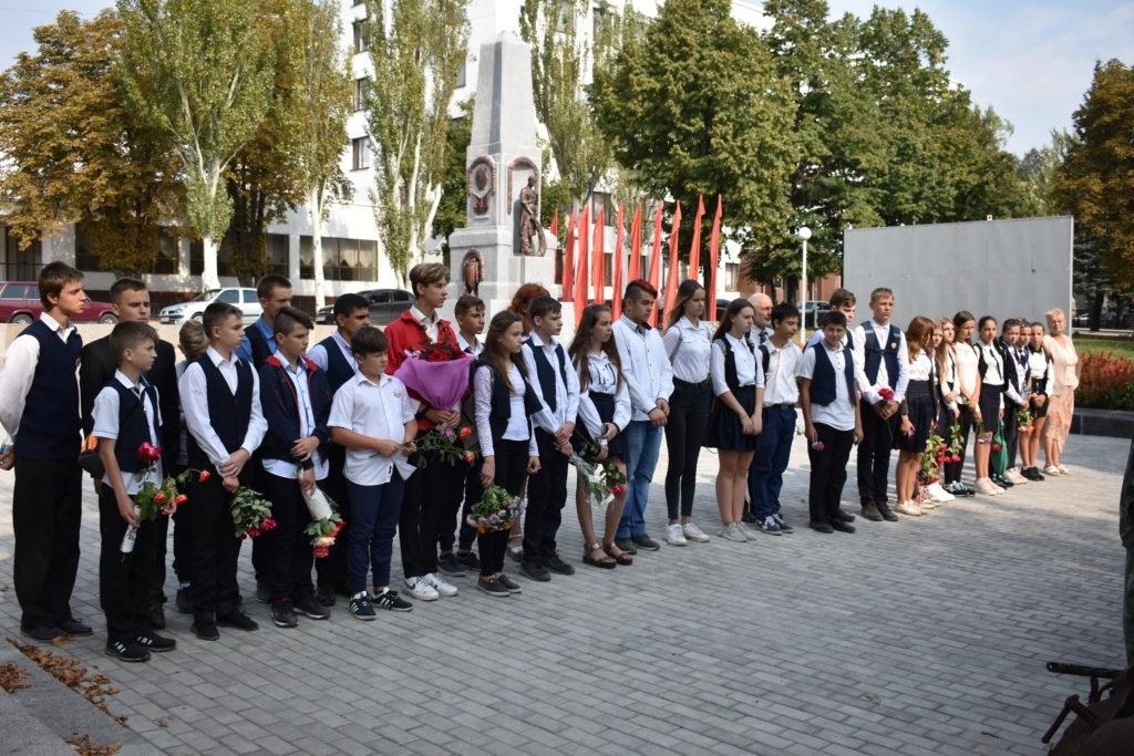 Стахановчане почтили память погибших защитников Республики 2