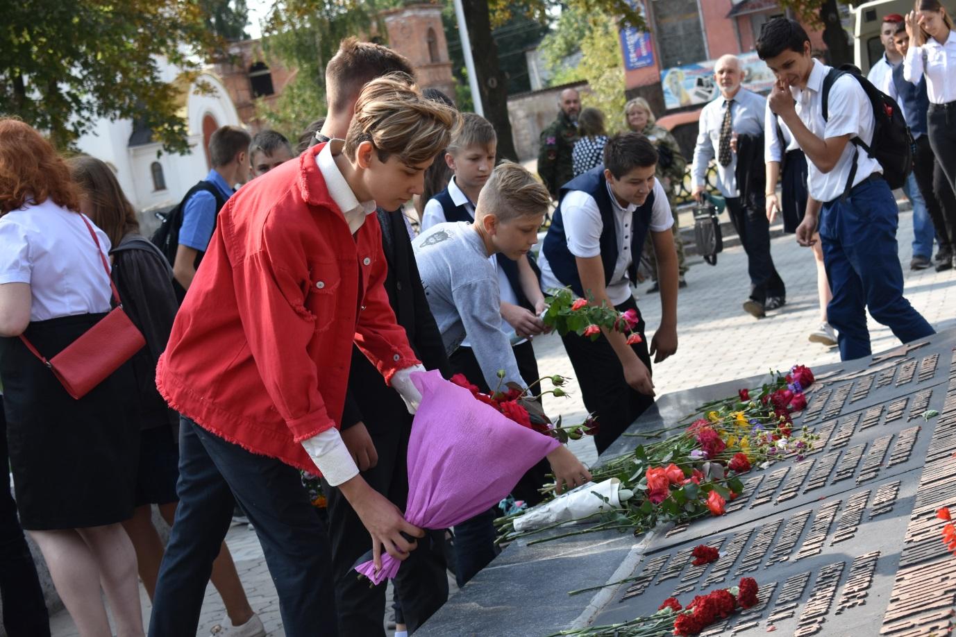 Стахановчане почтили память погибших защитников Республики 1