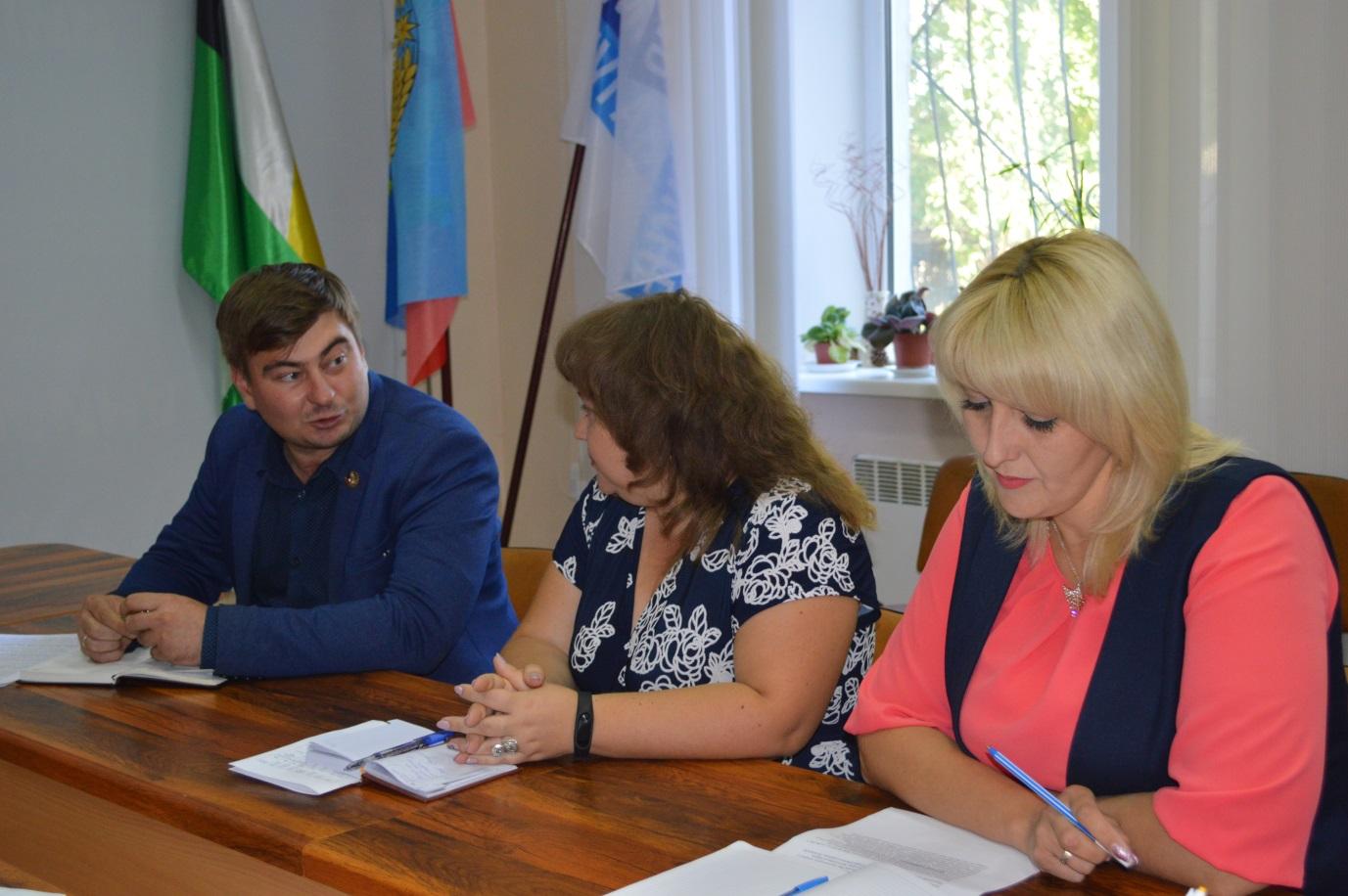 Дмитрий Сидоров провел прием граждан в Свердловске 1
