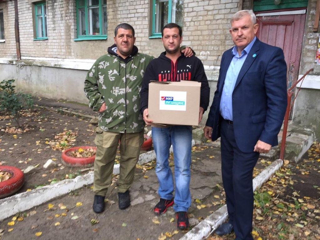 Активисты проекта «Волонтер» вручили продуктовые наборы защитникам Республики 2