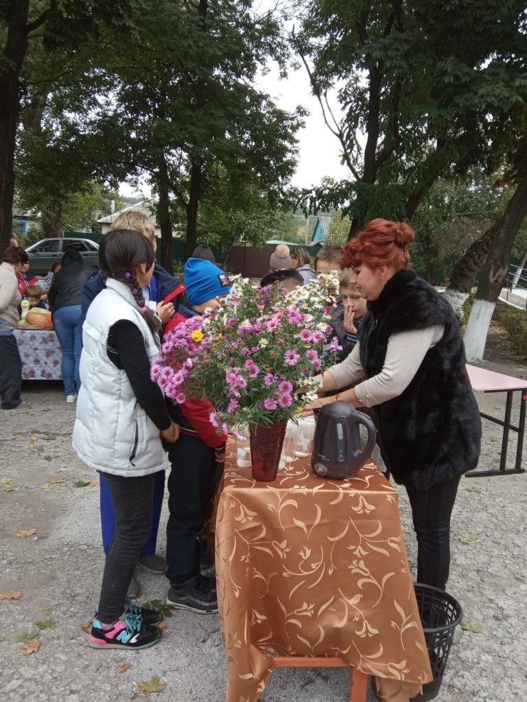 В поселке Бугаёвка Перевальского района состоялась ярмарка 3